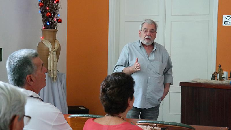 Luciano contou a história do presépio em palestra durante a feira