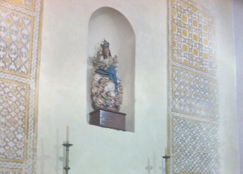 Altar com imagem de Nossa Senhora da Assunção