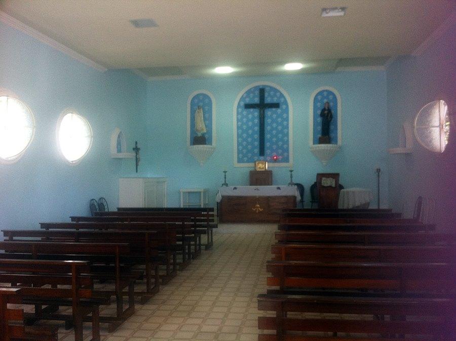 Interior da Capela de São José de Anchieta, ao lado do Poço Bento