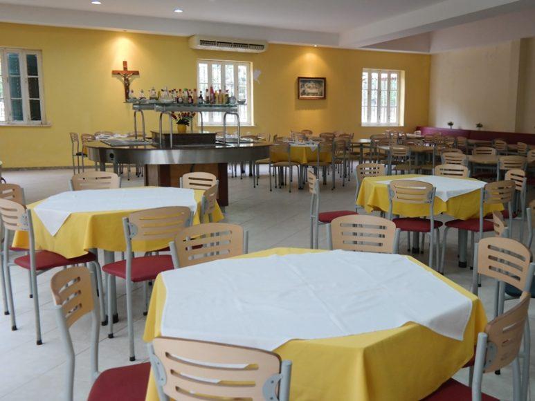 Refeitório onde é servido o café da manhã, almoço e jantar.